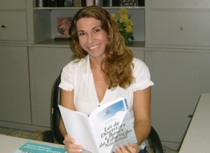Luma Nogueira de Andrade, cearense, doutora em Educação pela Universidade Federal do Ceará-UFC, mestra em Desenvolvimento e Meio Ambiente pela UECE, primeira no gênero no Brasil a receber o título de doutora. Mulher, travesti e futura reitora da Unilab no Ceará