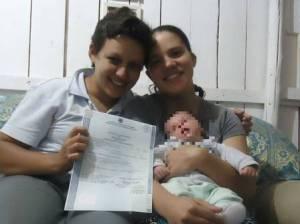 ariana e Daiane estão juntas há oito anos.  O resgitro de dupla maternidade é o primeiro em Catanduvas