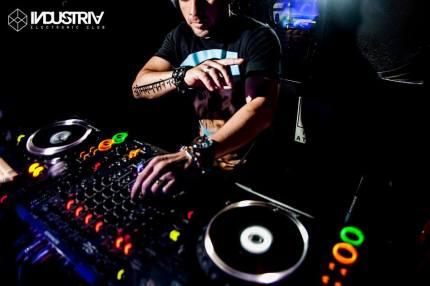 industria electronic club miraflores 06