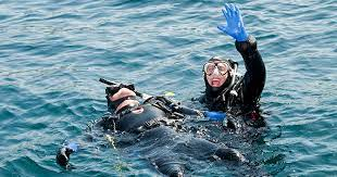 Diver signaling for assistance