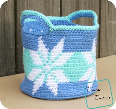 Pretty Snowflakes Free Crochet pattern by DivineDebris.com