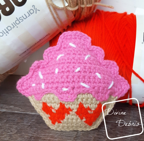 Sweetheart Cupcake Ami free crochet pattern by DivineDebris.com