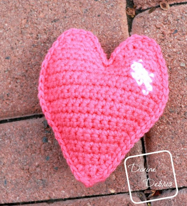 Learn to make the Sweetheart Amigurumi from a free crochet pattern on DivineDebris.com