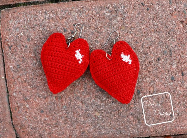 Learn to make the Sweetheart Earrings from a free crochet pattern on DivineDebris.com