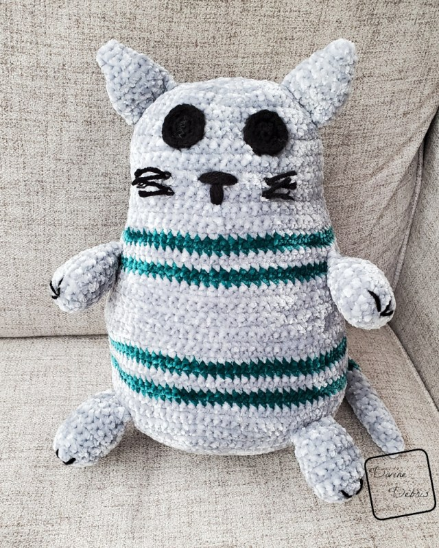 Rebel Cat Amigurumi free crochet pattern by DivineDebris.com