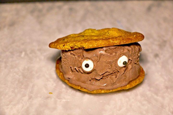 kroger-monster-ice-cream-sandwiches-step4