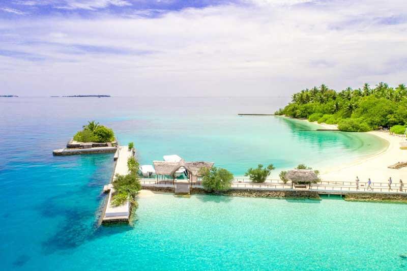 The Honeymooners' Guide to The Pacific Paradise of Tahiti