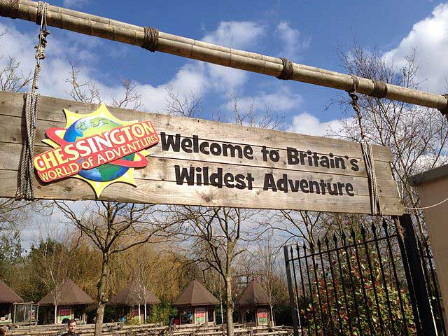 640px Chessington World of Adventures entrance sign and logo