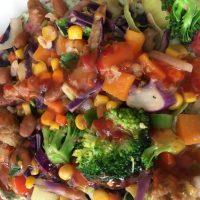 Vegan wrap met groente, kruiden'roomkaas' en bonen