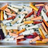 Gezond snacken met groentefrietjes met knoflooksaus