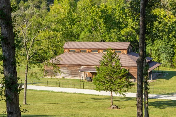 DBR-62_View-of-Barn-from-House_1555x1037