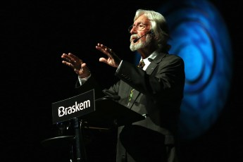 Jean-Michel Cousteau speaking in Brazil in 2014. Photo by Vaner Casaes / BAPRESS (Creative Commons)