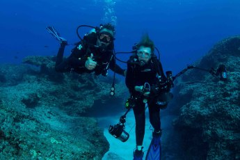 Dr. Sylvia Earle and Wyland diving at Midway Atoll National Wildlife Refuge. Photo by Amanda Meyer/USFWS