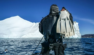 Nathalie Lasselin leading a diving expedition in the Arctic. Photo © Pixnat