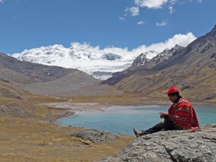 Sibinacocha Lake, in Peru. Photo by G. Villemin (Creative Commons)
