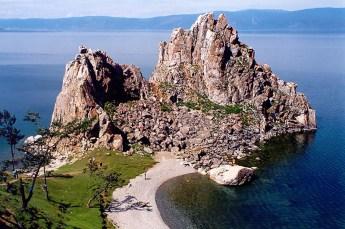 Olkhon, Shaman Rock near Khuzhir, on Lake Baikal. Photo by Andrzej Barabasz (Creative Commons)
