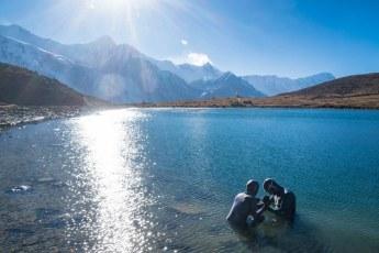 Vitomir Maričić (Croatia) and Lidija Lijić (Croatia) in the Annapurna Ice Lake (Nepal). Photo © Ekspedicija.net
