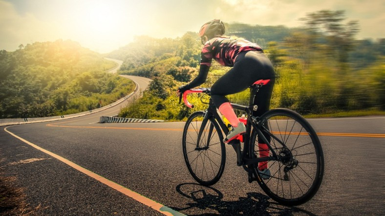 Road Bike vs Hybrid Bike: What's the Difference and Which Should You Choose? 3