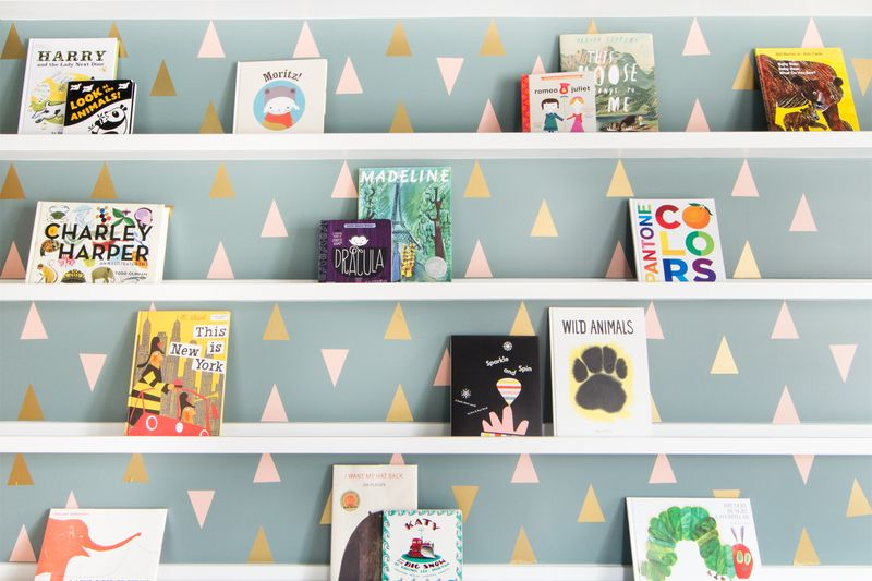 decorar las paredes con triángulos de vinilo
