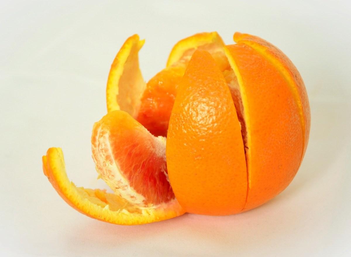 piel de naranja para remover los restos de adhesivo