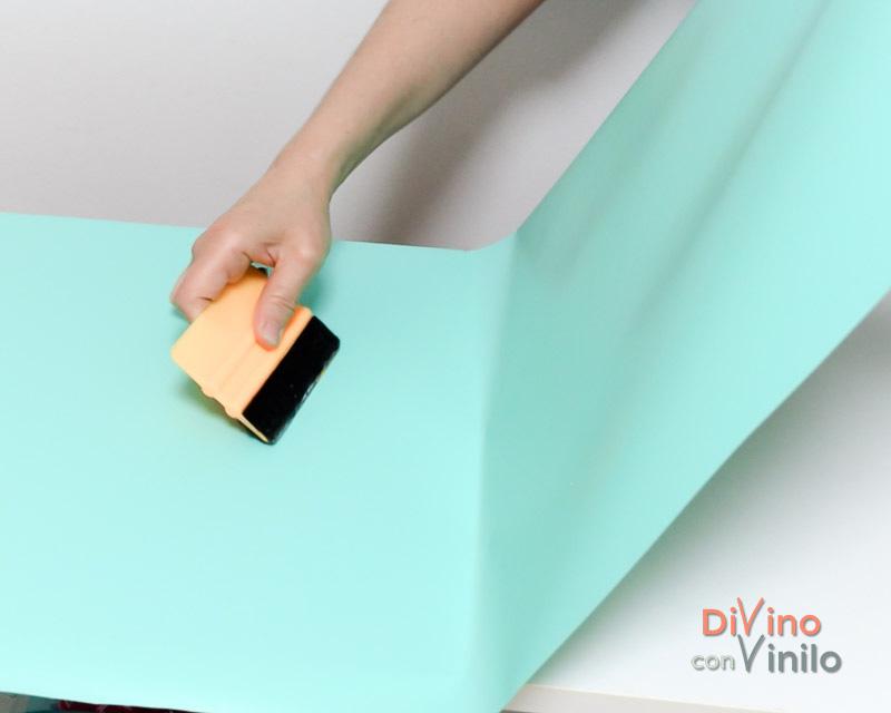 cómo forrar con vinilo adhesivo