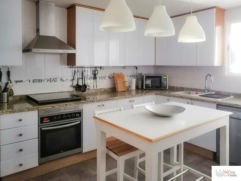 forrar con vinilo los armarios de cocina para un cambio radical