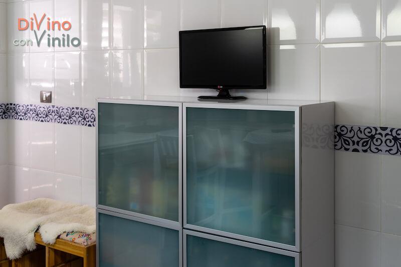 renovar la cocina con cenefas decorativas adhesivas
