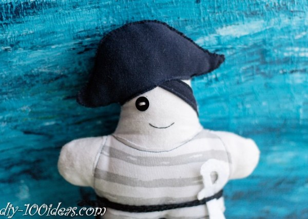 How to sew soft Pirate Doll (10)