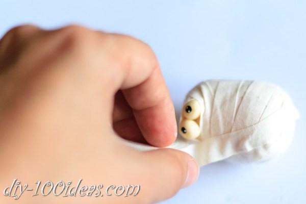 diy-duct-tape-mummies-3