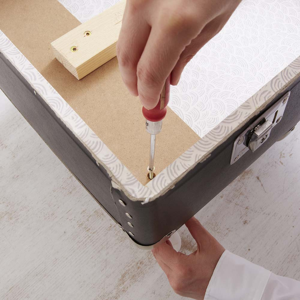 Upcycling Tipp: Ein Koffer wird zum Sessel - DIY Academy