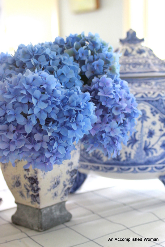 ginger jar vases purple hydrangeas