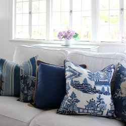 How to plump cushions