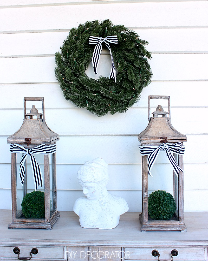 balsam-hill-wreath-above-comsole-table