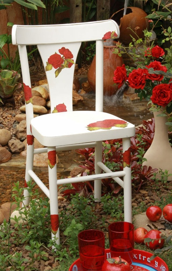 DIY ideas to decorate old garden furniture  Colourful