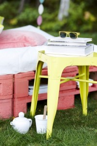 Outdoor wood pallet furniture - 3 DIY pallet projects