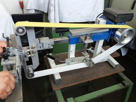 Professionelle Bandschleifmaschine für Messermacher