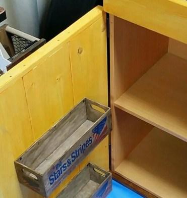 ままごとキッチンの扉裏収納を100均の木箱でDIY