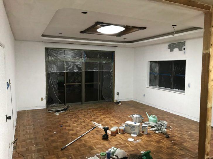 ペンキで1度塗装した壁と天井