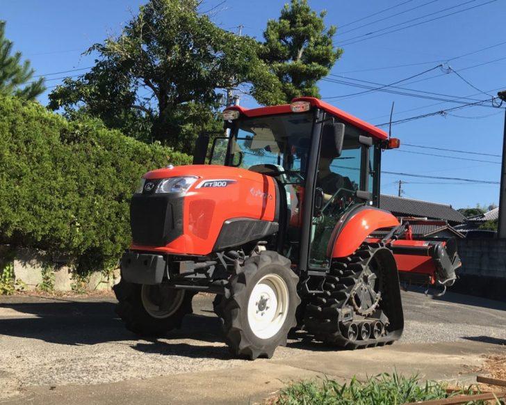 耕す為のトラクター