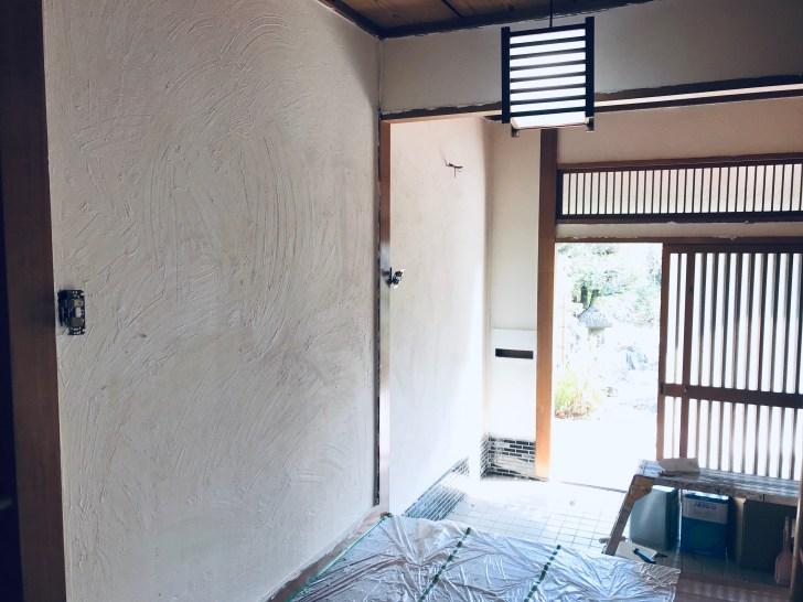 全面に漆喰を塗った後の砂壁