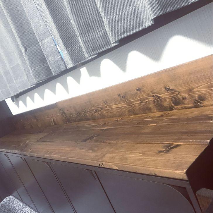 ニトリのカラーボックスに1X4材を天板にしたソファーベンチ