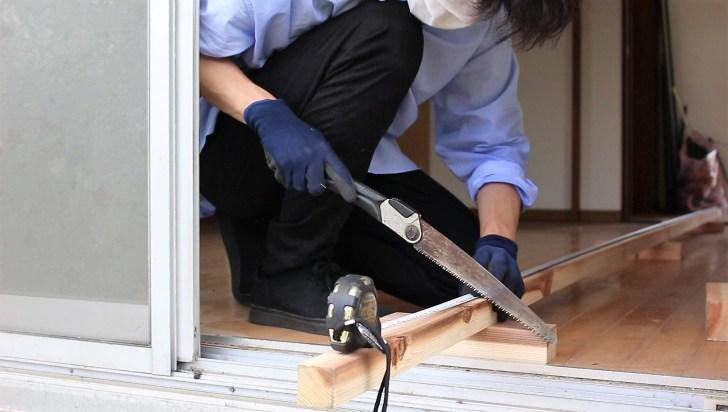 DIYで天井の骨組みになる野縁をカットする