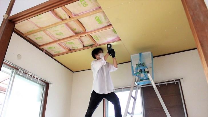 石膏ボードを天井にビス止め