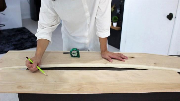 カッティングボード・まな板に使う木材に鉛筆で下書き