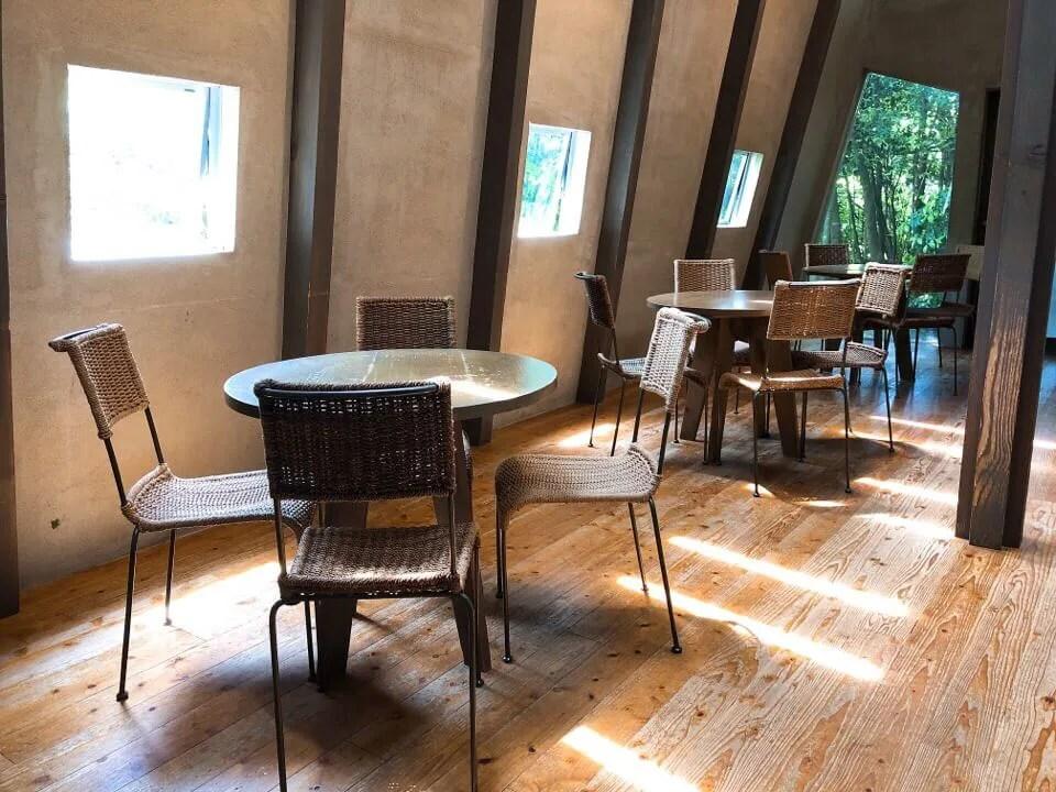 Cafe Cozy店内のテーブル席