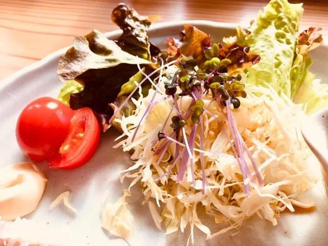 cafe Lepusの週替わりランチ800円のサラダ