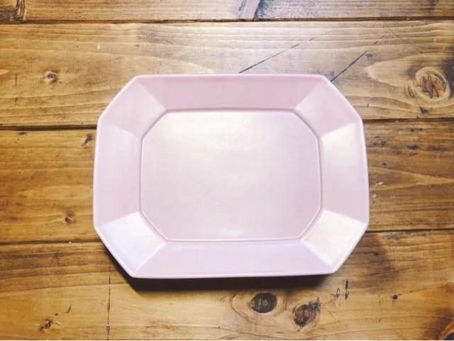 ふるさと納税返礼品の波佐見焼 永峰製磁のプレートではピンクが可愛い
