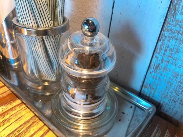 コナズ珈琲のテーブルに置いてあるコーヒー豆