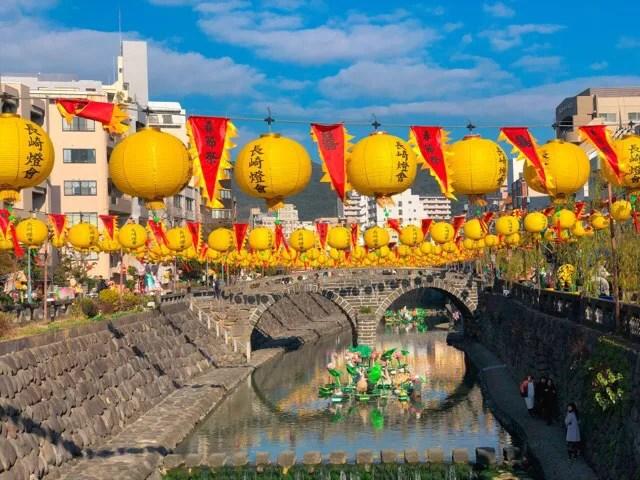 中島側の黄色いランタン