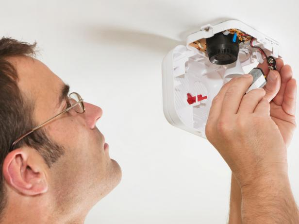 iStock-10990519_Changing-Battery-Smoke-Detector_s4x3